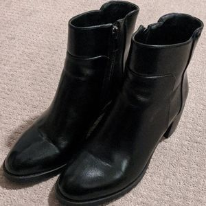 Black Leather Boots Size 39 Unbranded, fit like 8